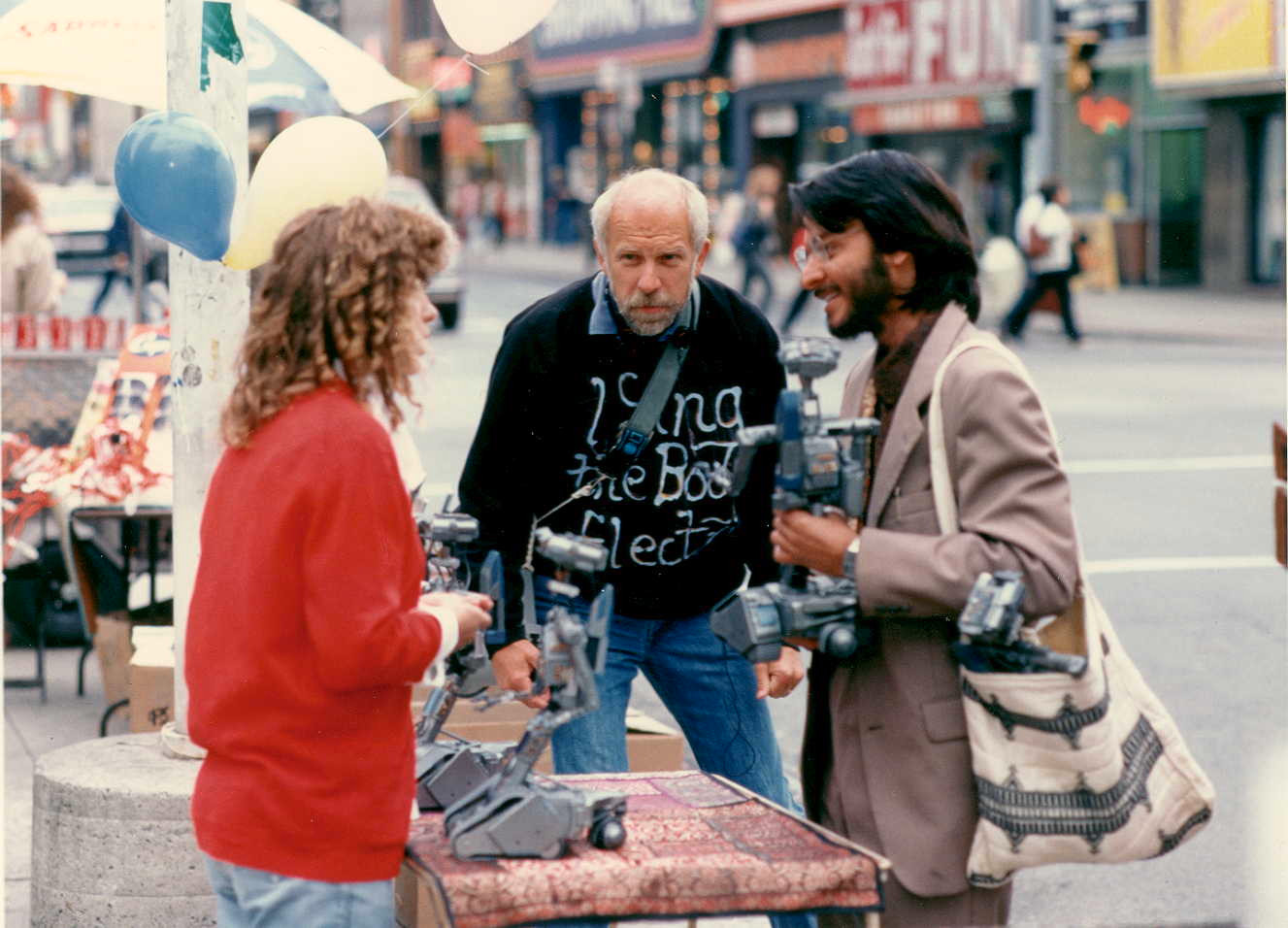 Cindy & Fisher's 1st scene in Short Circuit 2